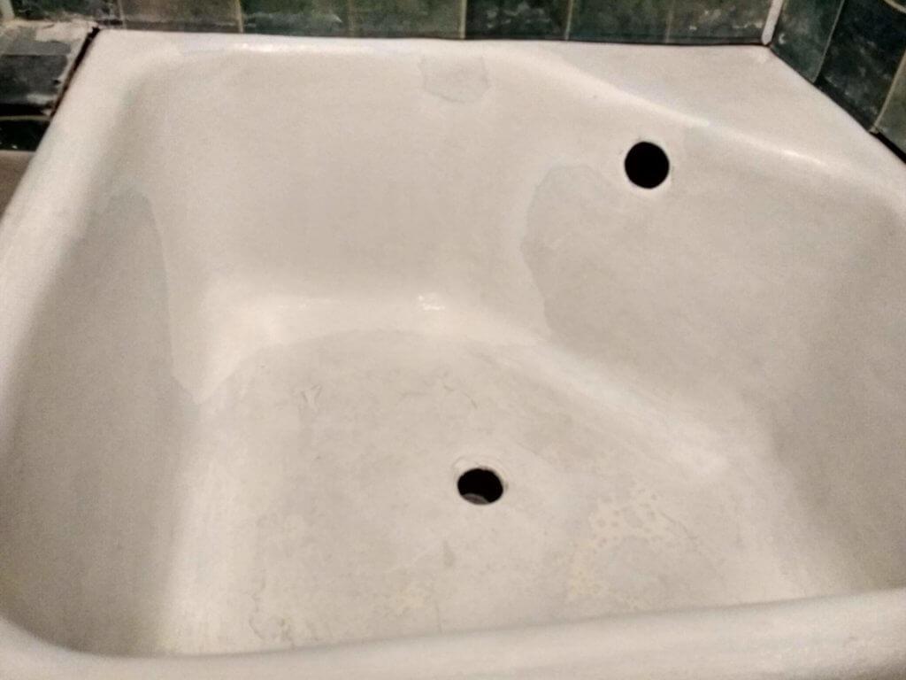 Подготовка к реставрации душевой ванны 3