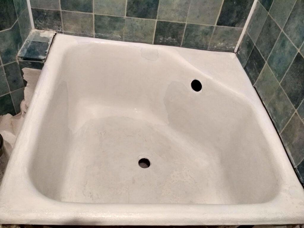 Подготовка к реставрации душевой ванны