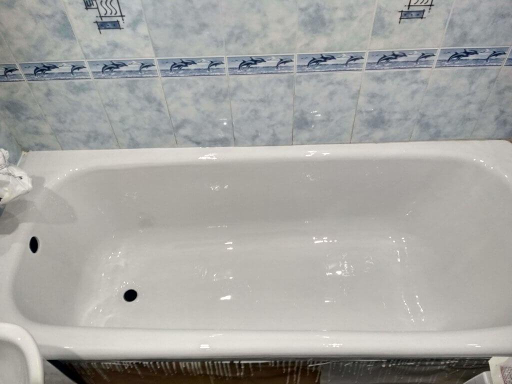Чугуная ванна после реставрации в Киеве